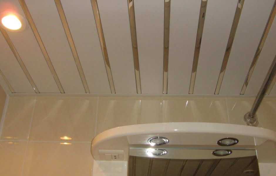 Реечный потолок в ванну